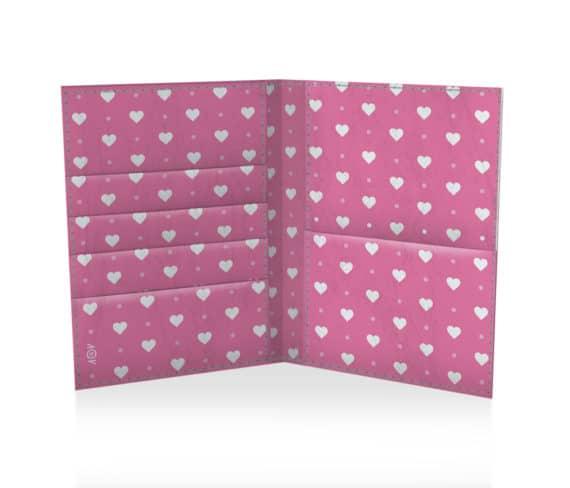 dobra porta passaporte coraçõeszinhos rosa
